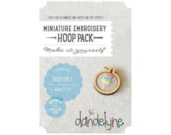 Mini 4cm - Dandelyne wood embroidery hoop
