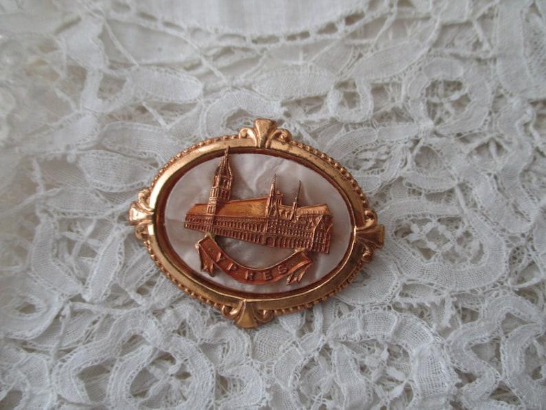 Vintage souvenir brooch