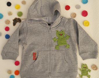 b950b67ba650b sweat à capuche pour bébé zippé personnalisé avec grenouille au crochet et  brodé en coton jersey gris chiné, tailles 12 mois ou 18 mois