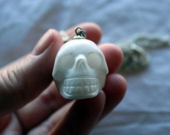Skull necklace - white marble.