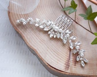 Crystal wedding hair comb with pearls