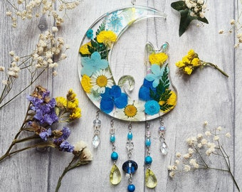 Resin Cat Dried Flowers Sun Catcher - Blue Floral Crescent Moon - Cat Lover - Kitty Wall Hanging - Feline Ornament - Bedroom Window Decor