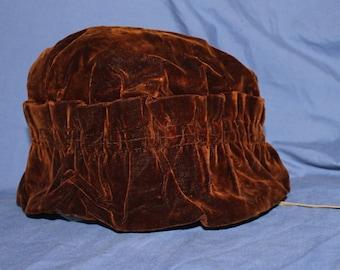 728404e57a4 Vintage brown velvet winter hat