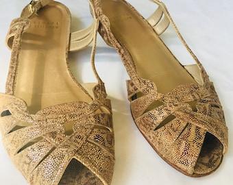 1bfdce538 Stewart Weitzman slipon gold sandals size 6 M in excellent condition