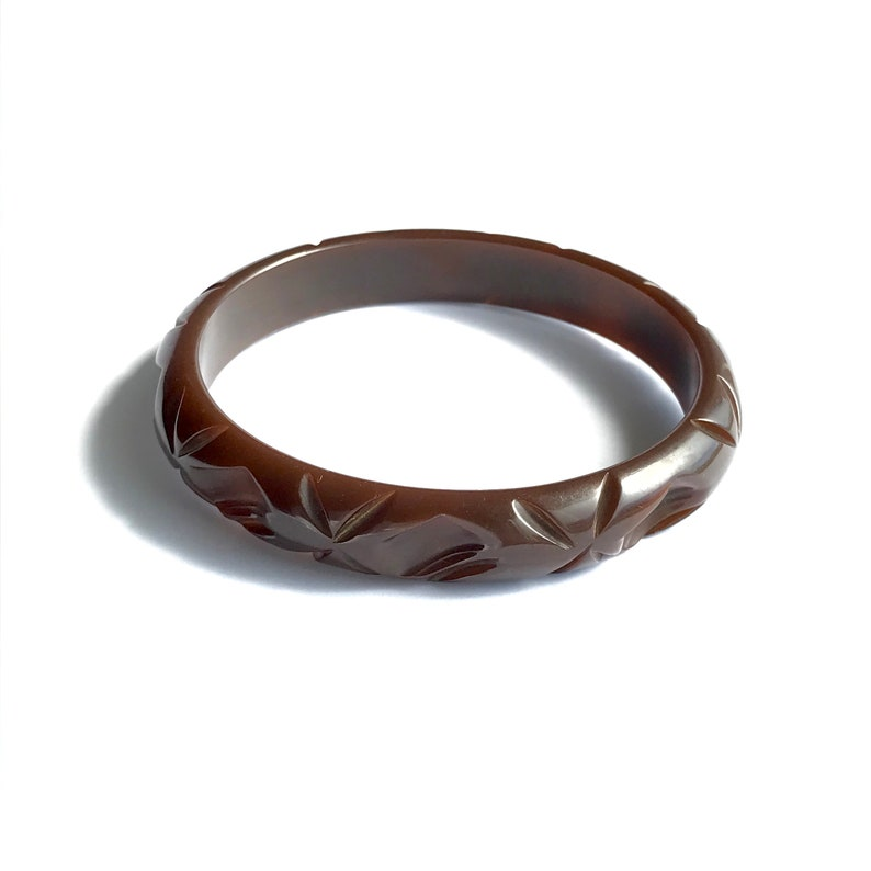 b4a792512b835 Bakelite Carved Vintage Bracelet - Chocolate Brown Bangle