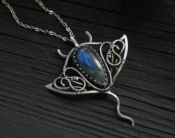 Manta Ray silver pendant with labradorite - Sterling silver jewelry - wire wrapped necklace - gift for women - ooak animal jewelry