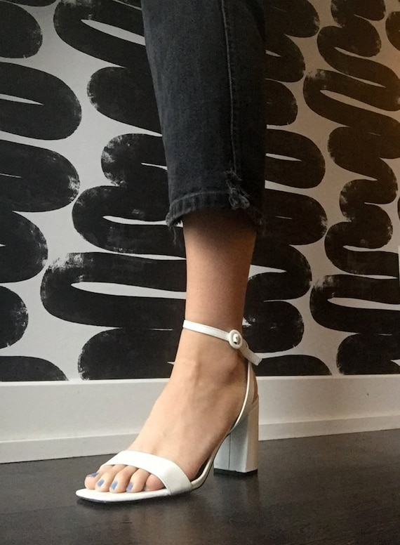 90's-Style Square Toe White Heeled Sandals with An