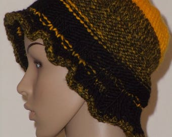 Knitted CAP in yellow-black with soft brim