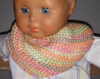 Knitted baby bib from a ribbon yarn