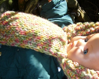 Knitted hat with ruffle edge for small girls in spring colors