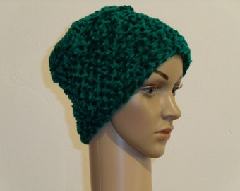 Green knit cap from Velourbändchengarn