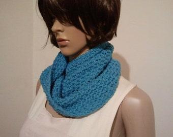 Tunisian crochet Möbiusschal a light blue