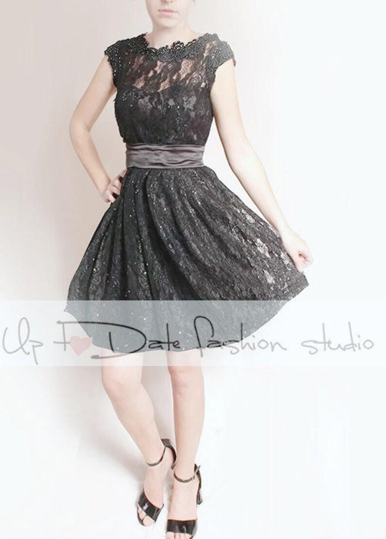 c0a263e2117 Plus la taille petit noir manches en dentelle courte robe de
