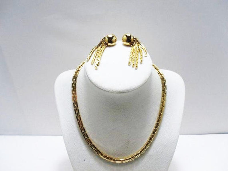 Articulate Gold Tone Demi Parure Monet Chunky Necklace With Matching Earrings Clip On Earrings