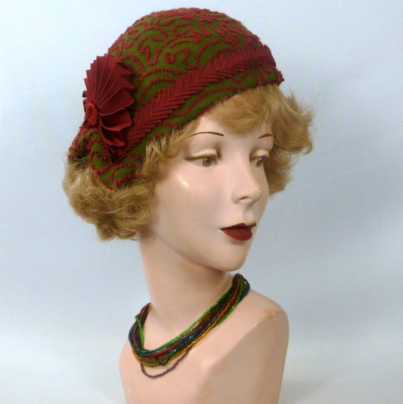 9ddedd645db95 Moss Green and Garnet Felt Cloche Hat 1920s 1930s