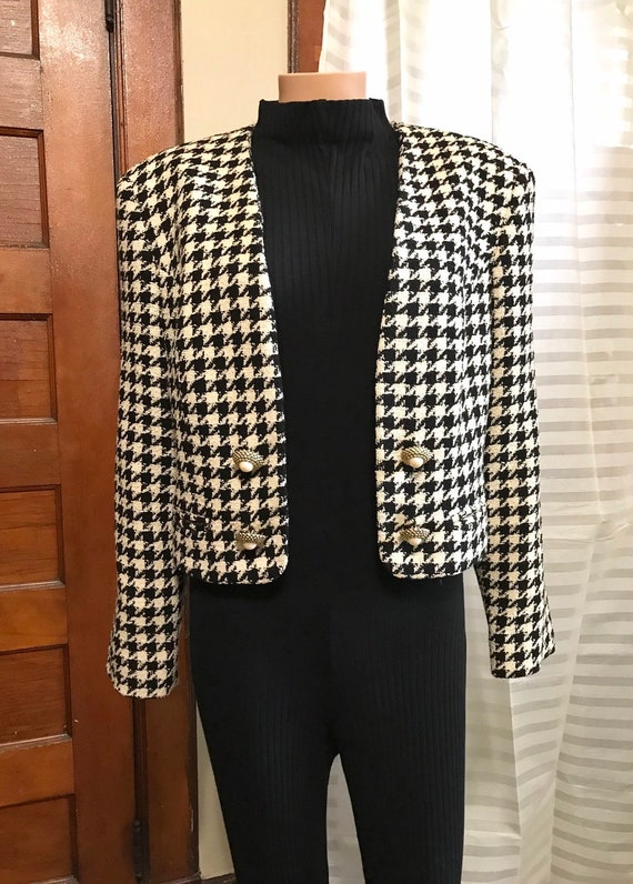 1990's Chanel-style Wool Boucle Cropped Jacket sz… - image 1