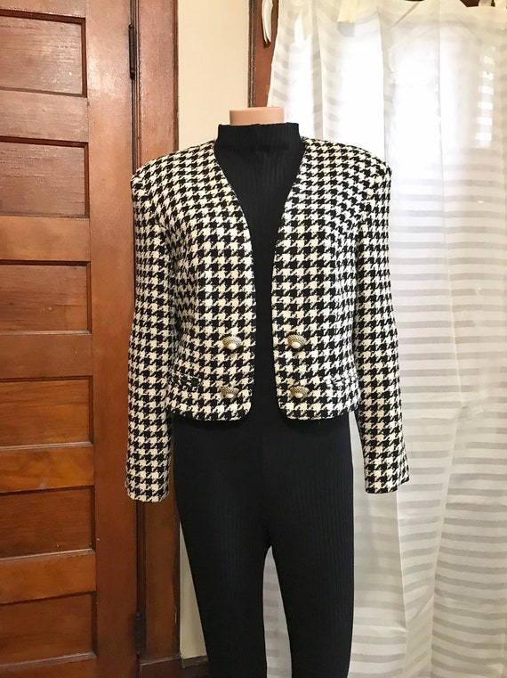 1990's Chanel-style Wool Boucle Cropped Jacket sz… - image 2