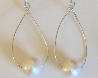 Single 10mm Pearl on Sterling Wire