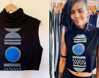 Black Moon Cropped T-Neck