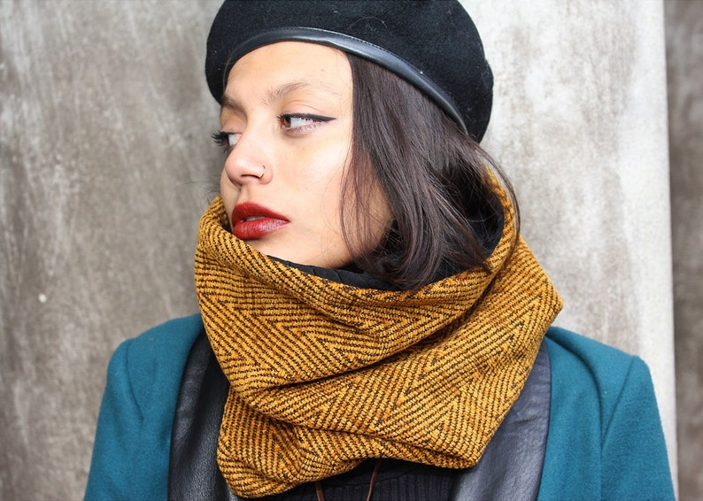 Gold Cowl image 0