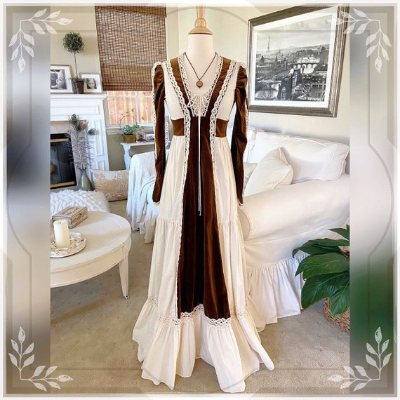 Vintage 1970's Gunne Sax Cream And Brown Velvet Co