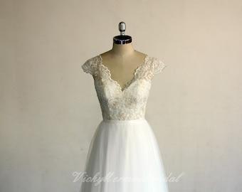 0f2d01e4024 Flwoy bohemian ivory wedding dress