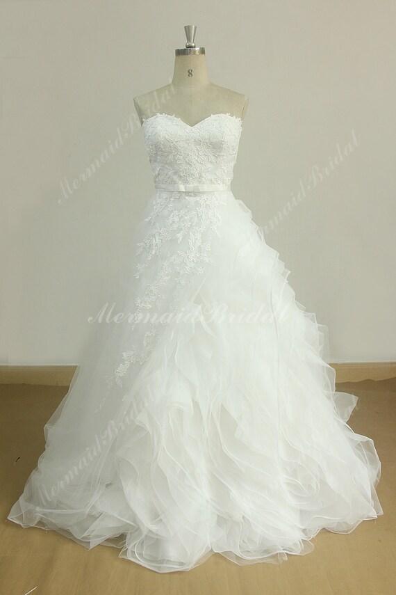 Romantyczny Bez Ramiączek Tiul Suknia ślubna Z Asymetrycznym Etsy