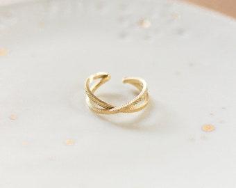 Bague fine croisée dorée à l'or fin