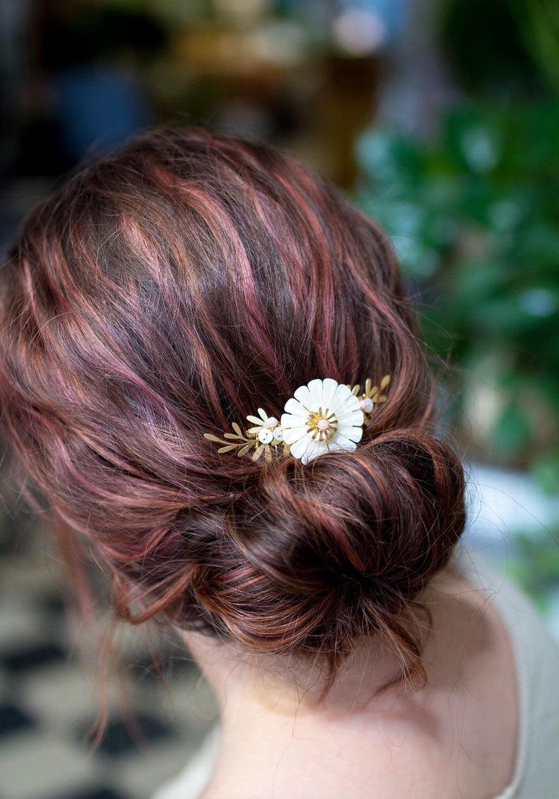 Bridal hair flowers comb bridesmaids hairdressing image 0