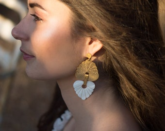 MADRE PERLA earrings, gold pendants with fine gold, engraving