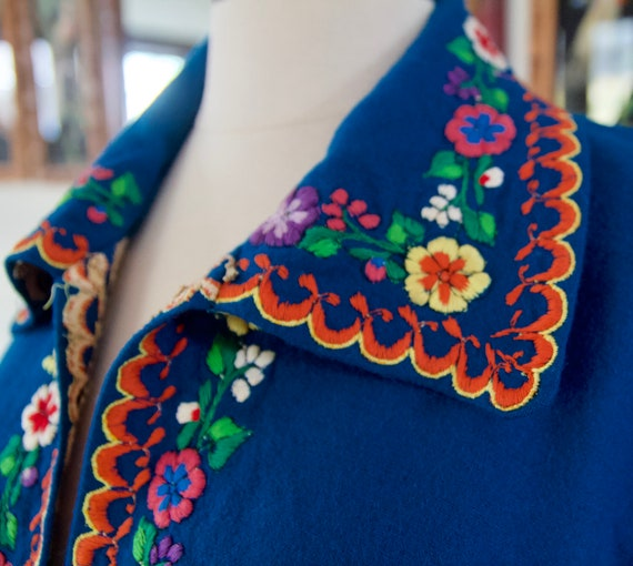 Vintage 60s 70s Blue Mexican Wool Rainbow Floral … - image 3