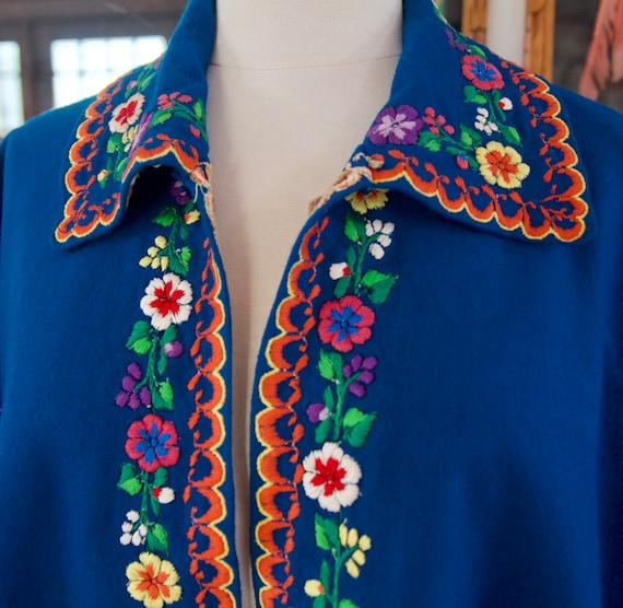 Vintage 60s 70s Blue Mexican Wool Rainbow Floral … - image 2