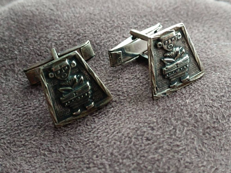 Vintage Mens 0900 stamped silver Cufflinks set with Mayan Colombian Figure in detail