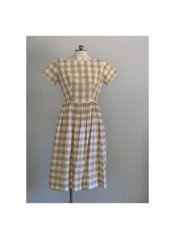 1950s 1960s Vintage Cotton Day Dress / Gold and Wh