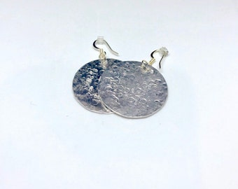 Textured silver aluminum disc earrings