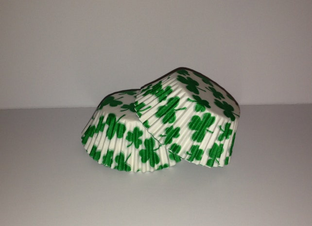 75 count - Grease Resistant Shamrock/Clover standard size cupcake liners/baking cups