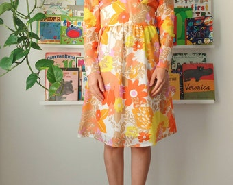 70s French work dress  overall house chore wear floral spring shift dress festival wear Laura Ashley style flower power size M L XL