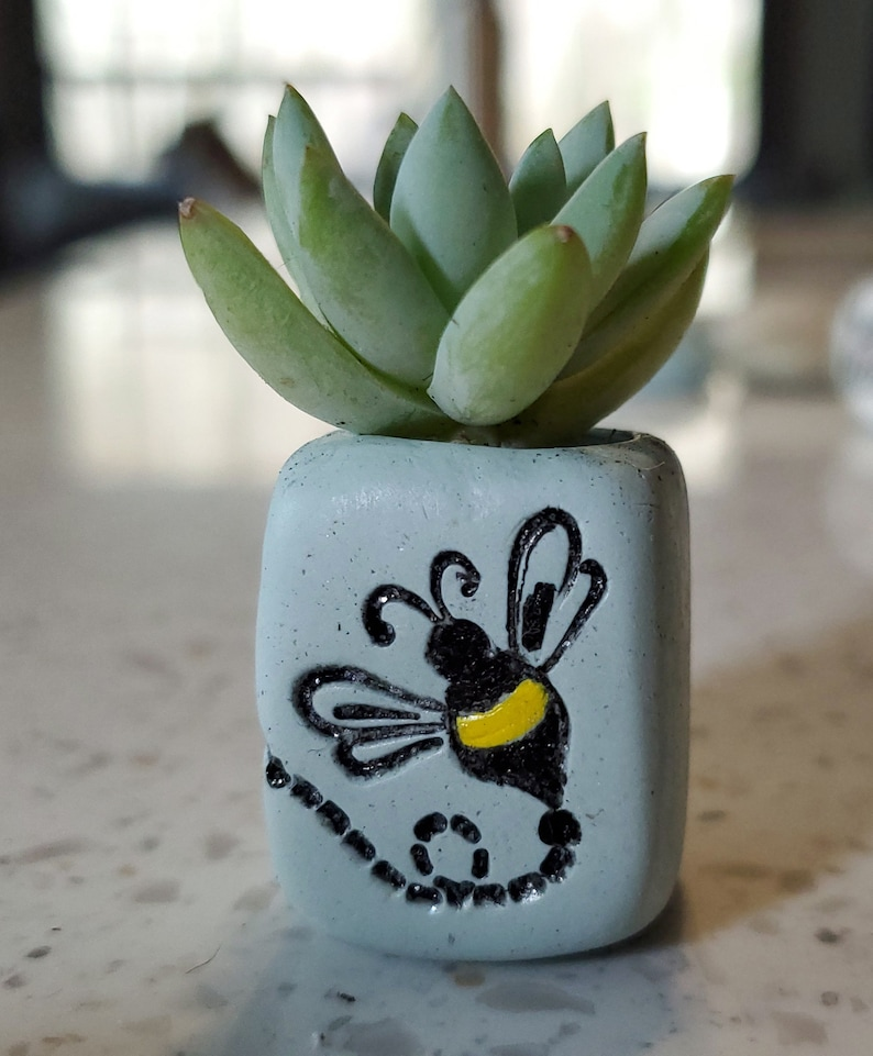 Buzzing Bee Petite Planter 7/8  Miniature Desk image 1