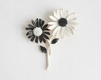 Daisy Brooch, Daisy Pin, Black & White Daisy Brooch, Black and White Daisy Pin, Enamel Daisy Brooch, Enamel Daisy Pin, Flower Brooch, Flower