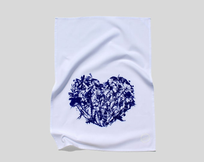 WILDFLOWERS HEART - hand printed tea towel /Handmade gift / Hand Printed Kitchen / Zero Waste Gifts / Housewarming Gift / Dishtowel art