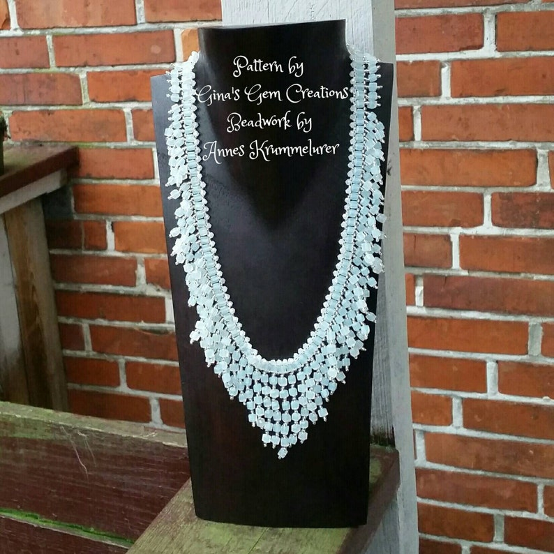 Glamourous statement necklace Milky white.