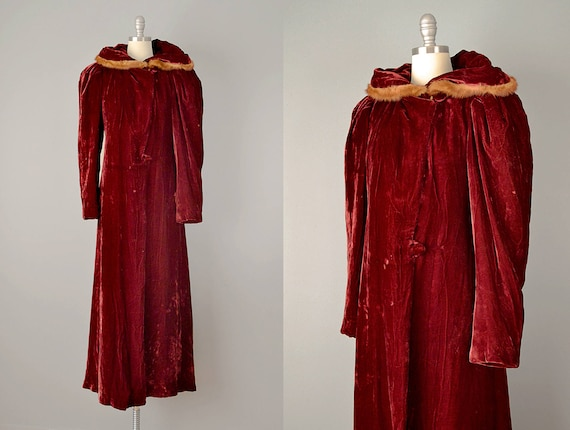 30 Coat // 1930s Silk Velvet Coat with Fur Trimmed