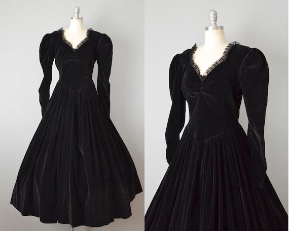 Victorian Reproduction Dress / Black Velvet Puff S