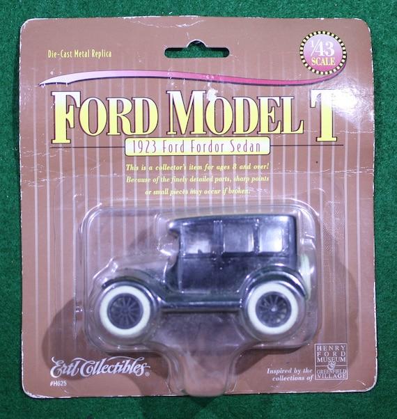 Vintage Ertl Diecast Classic Vehicles 1:43 /'23 Model T Ford Sedan