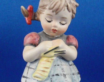 Hummel Figurine A Stitch in Time Little Homemakers series #255 Girl Knitting, No Box