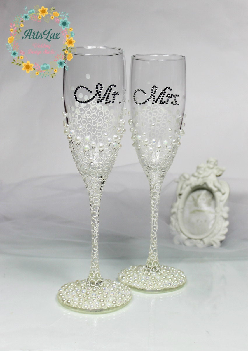 Personalized Wedding champagne glasses in ivory/white-Hand