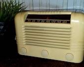 Vintage RCA Bakelite Radio 1940s Prop or Repair