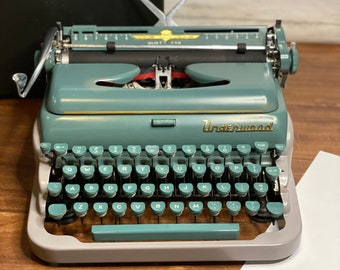 Vintage Underwood Typewriter Quiet Tab Green and Gray