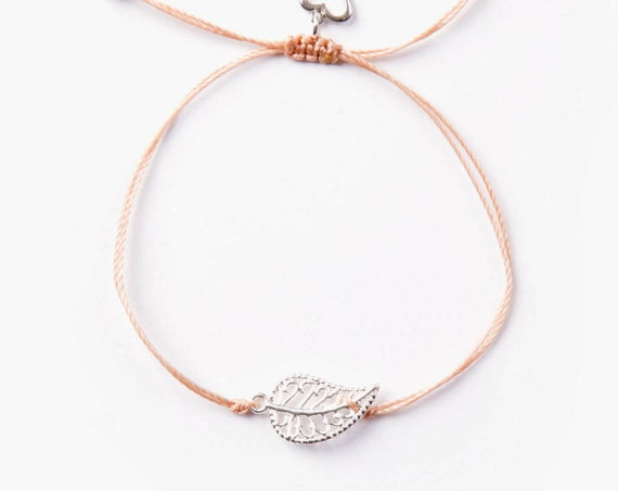 "Delicate leaf ""mia"" bracelet on a pink thread handmade in Montreal, Canada"