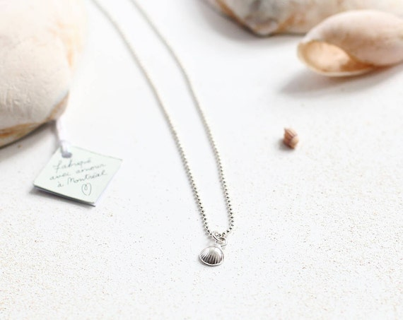Silver sea shell necklace, a silver pendant
